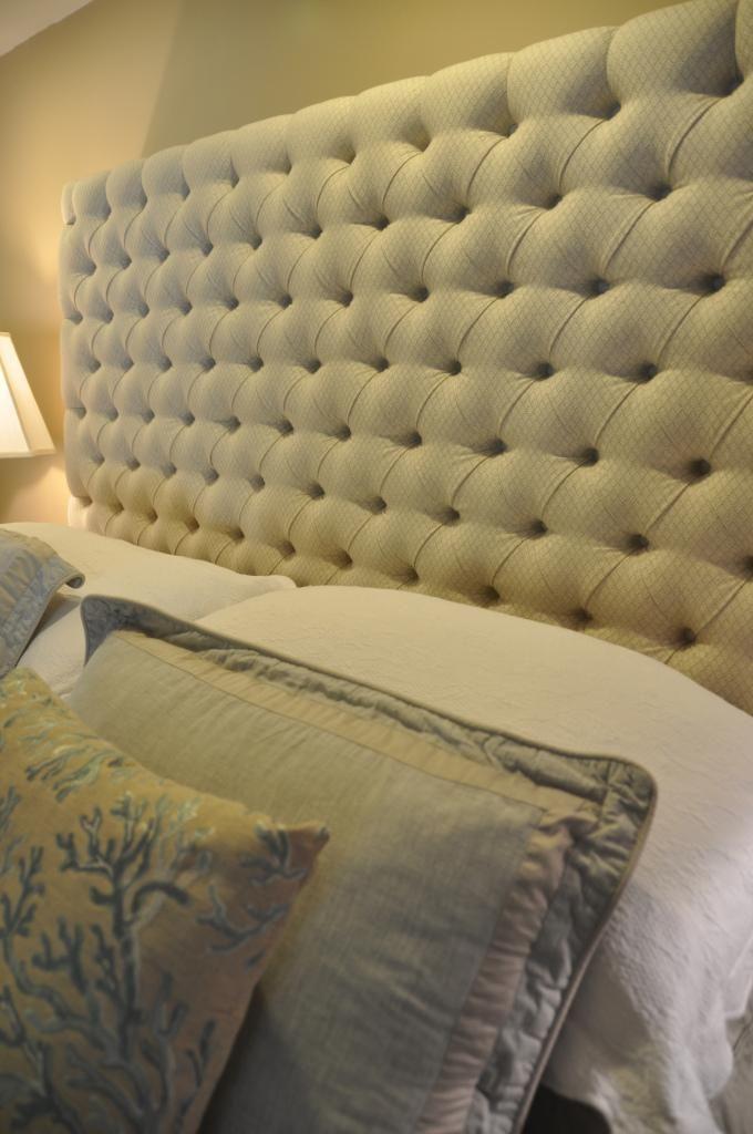 Diy Tufted Headboard Furniture Tumepruun Mattide Kuldsete Nööpidega Ja Vähe Harvemini