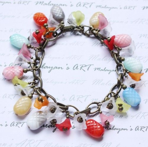 Pineapple delight with Lucite ruffle flowers - Bracelet