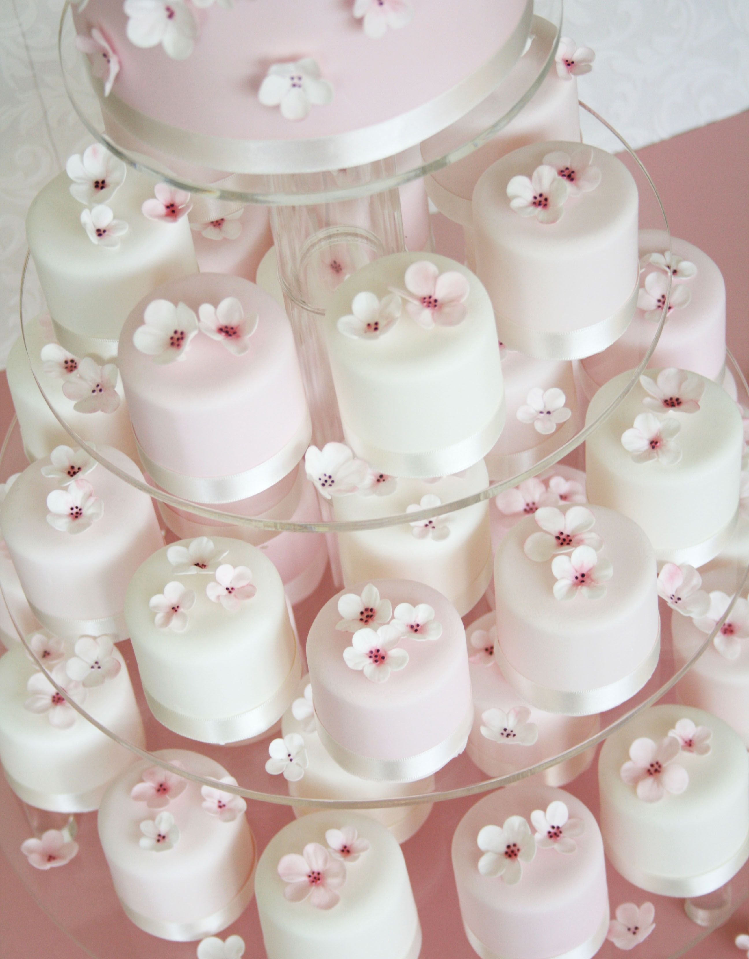Breathtaking Mini Wedding Cakes As Favors and mini wedding cakes ...