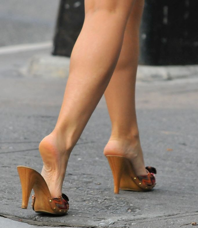 Pin By Fraco Regres On Wooden Heels Pinterest Legs