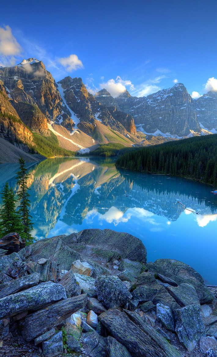 #Moraine_Lake, #Alberta, #Canada http://en.directrooms.com/hotels/subregion/7-87-1961/