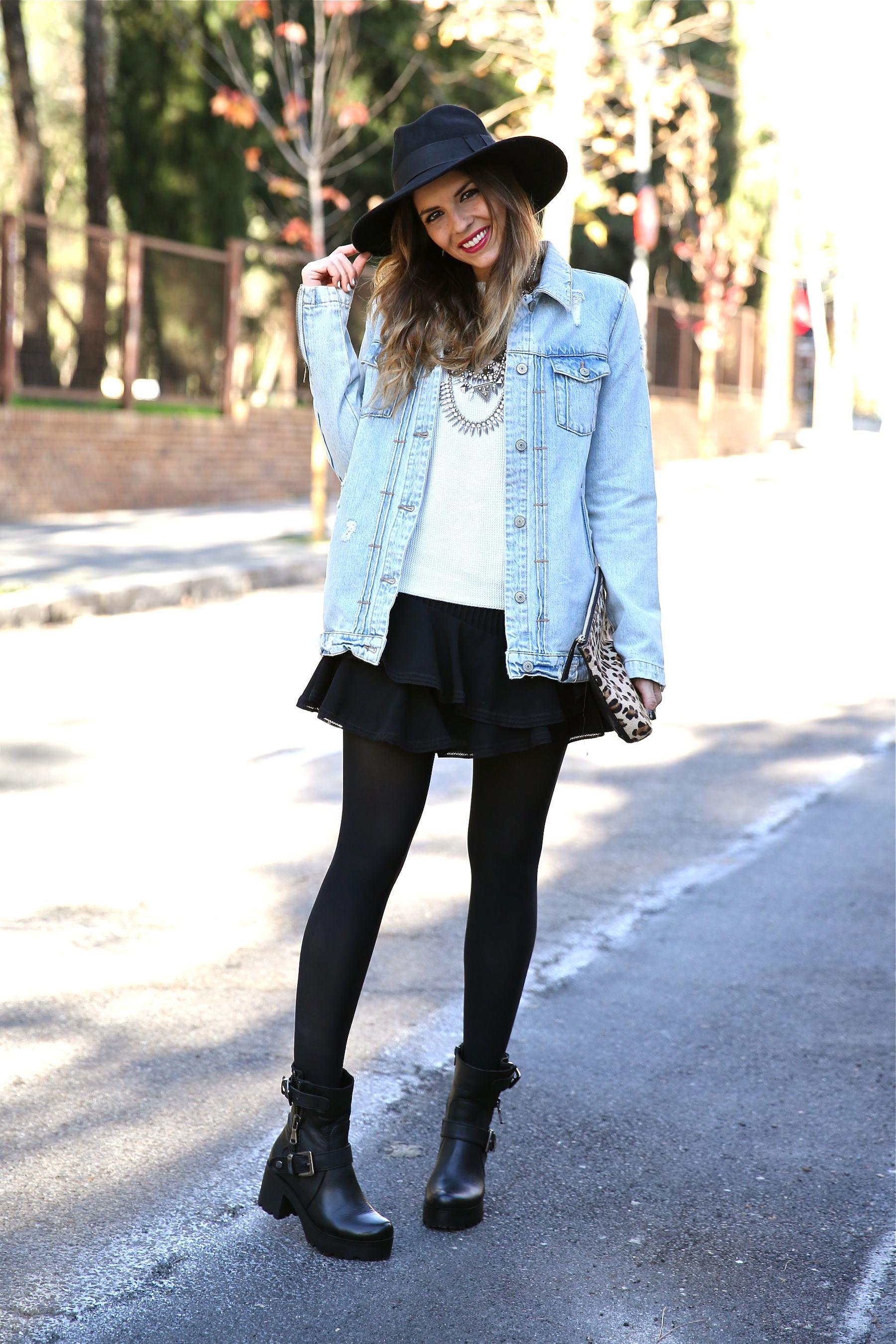 Look boho con chaqueta vaquera, falda, sombrero, clutch ...