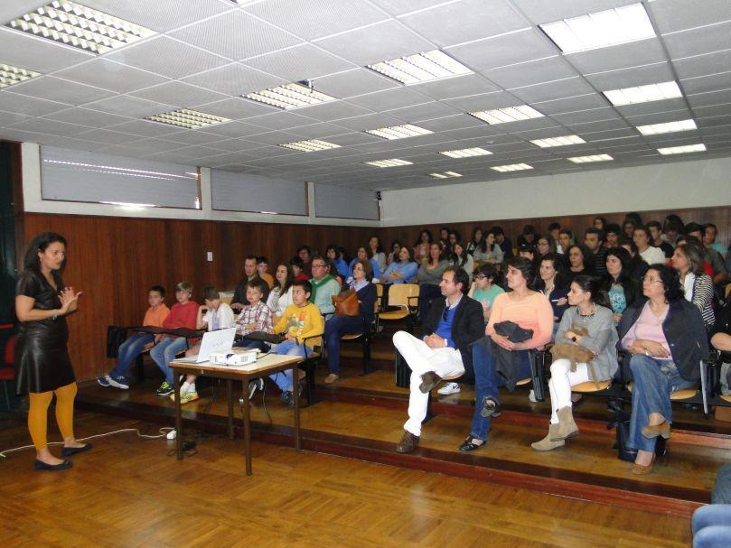 Mês do Livro - Apresentação e Palestra de Cristina Valente - 17/05/2016