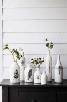 florero con botellade vino y base blanca! con el aeropsol que me sobre =)