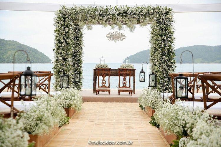 Stunning Beach Wedding Ceremony Ideas: Beautiful And Chic Beach Wedding Ceremony Inspiration