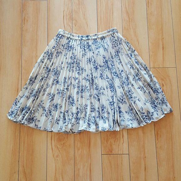 Vintage cream + blue floral accordion mini skirt Fits best sizes small-medium. Vintage  Skirts Circle & Skater
