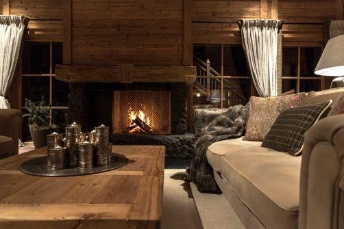 f r gem tliche abende sorgt das knisternde feuer im offenen kamin chalet schmiedalm alpine. Black Bedroom Furniture Sets. Home Design Ideas