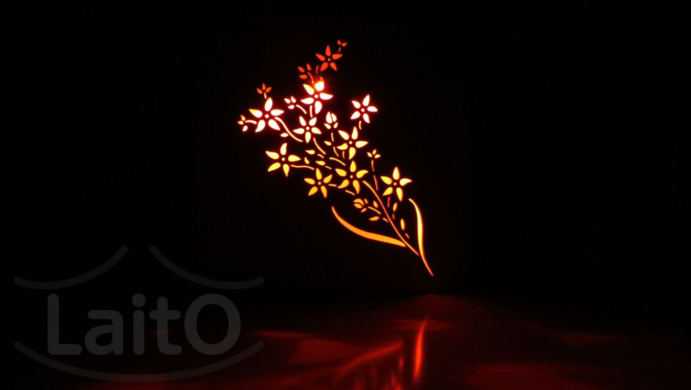"""Luz de noche LaitO """"Alelí"""". Para colgar en la pared o apoyar en la mesa. Medidas: 21cm x 21cm x 3cm. Un color de luz LED fijo a elección: blanco frío, blanco cálido, azul, amarillo, rojo ó verde. También con luz LED multicolor a control remoto con dimmer y efectos y todos estos colores: blanco, rojo, naranja, amarillo puro, amarillo oscuro, amarillo claro, verde puro, verde claro, azul puro, azul cielo, azul claro, azul oscuro, violeta, lila, purpura y rosa. www.laito.com.ar"""