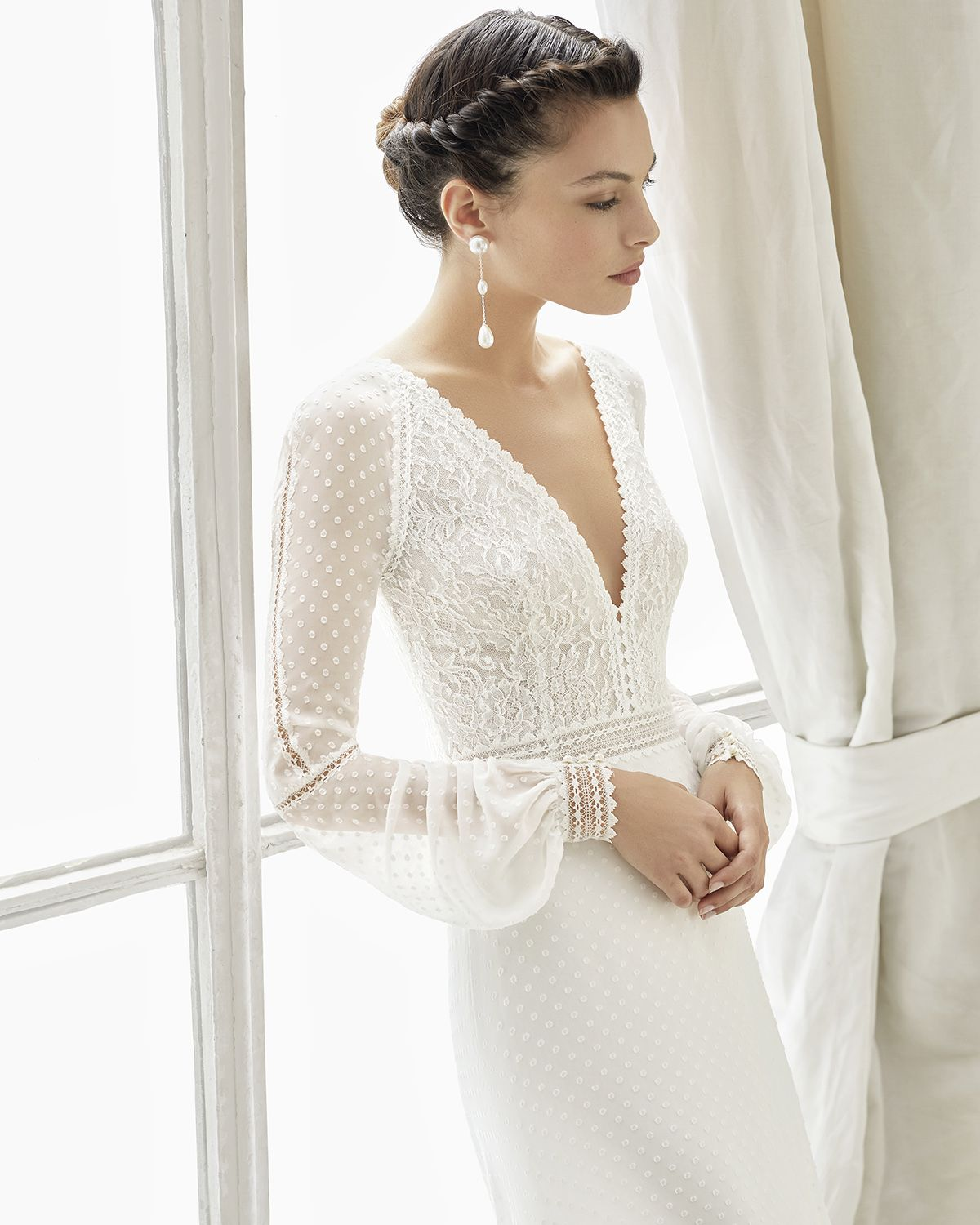 Rosa Clara Friso Size 10 Used Wedding Dress Front View On Model Cheap Wedding Dresses Online Wedding Dress Necklines Boho Wedding Dress Bohemian