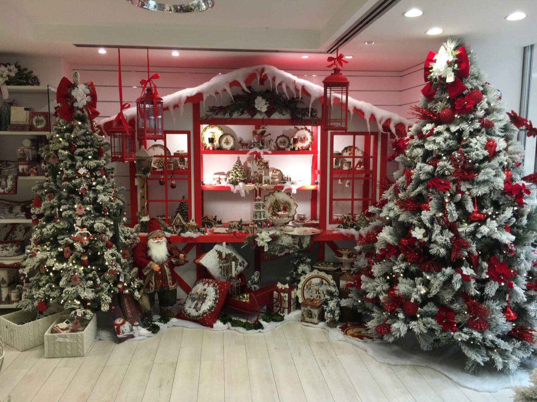 Allestimento Villaggio Di Babbo Natale.Il Villaggio Di Babbo Natale Foto E Video Dell Allestimento Natale Vetrine Natalizie Scale Di Natale