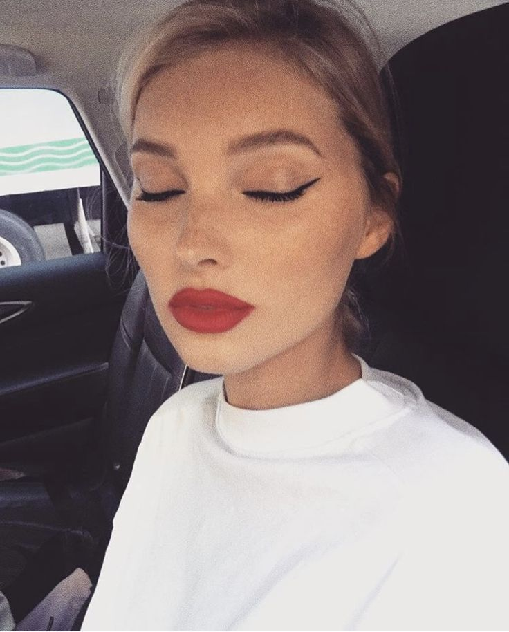 Photo of bold red lip #style