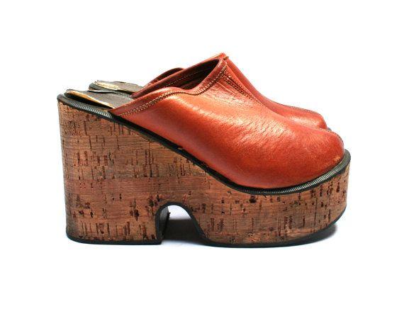 5caf21f8930764 Sabots compensés cuir . Marron . Semelles en liège . Chaussures femme  taille fr 36 / uk 3 / us 6 . Vintage Années 70