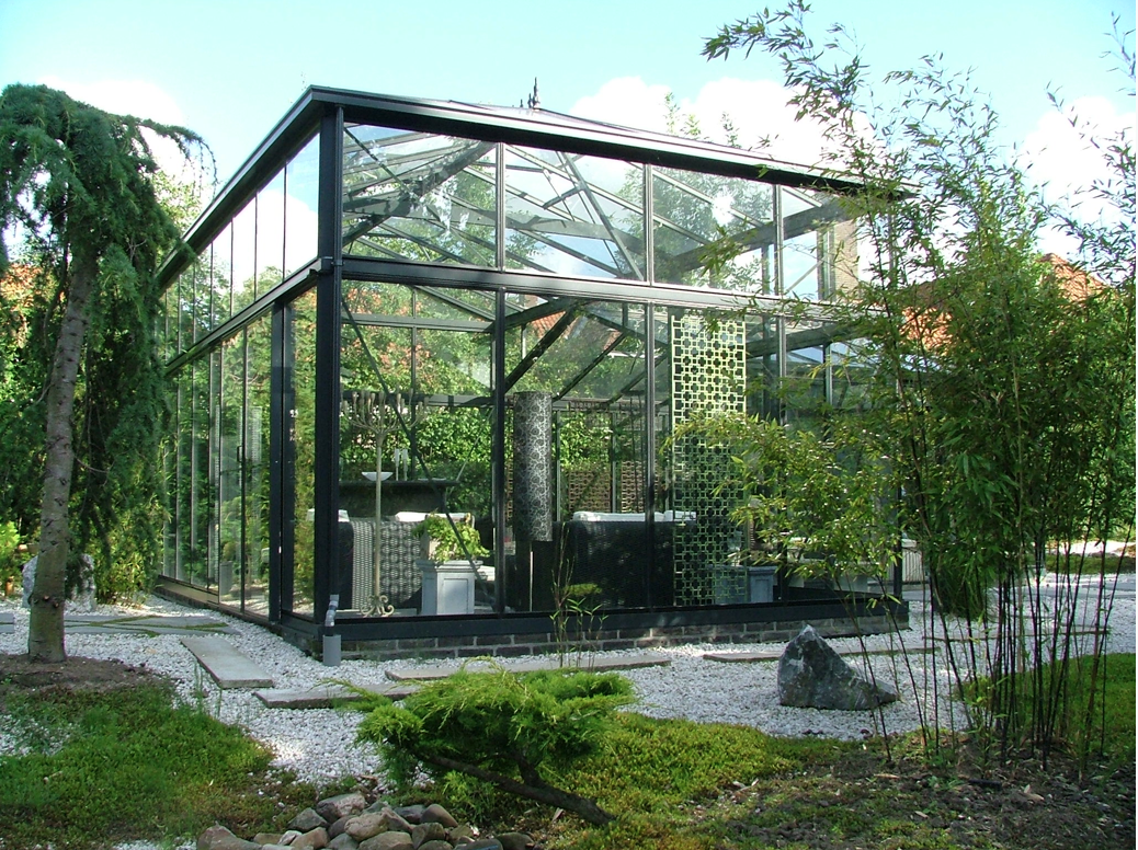 Moderne orangerie in de tuin voor de schildpadden for Casa moderna ud