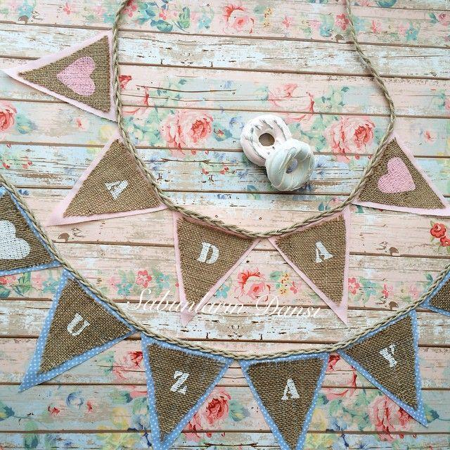Dün bütün gün banner yapmış olabilirim  bu banner lar çok uzaklara yolcu  isimli kumaş banner lar için DM den iletişime geçebilirsiniz  #banner #kokulutaş #sabun #dekor #bunting #tweegramı #igphoto #igphot #igres #dekorasyon #dekoratif #çocukodası #bebekodası #handmadewithlove #handmade #happyday #homesweethome #sweethome #sunum #shabby_chic #vintage #doğumgünü #today #vintagesytle #duvardekoru #konsept #pinklove #salı