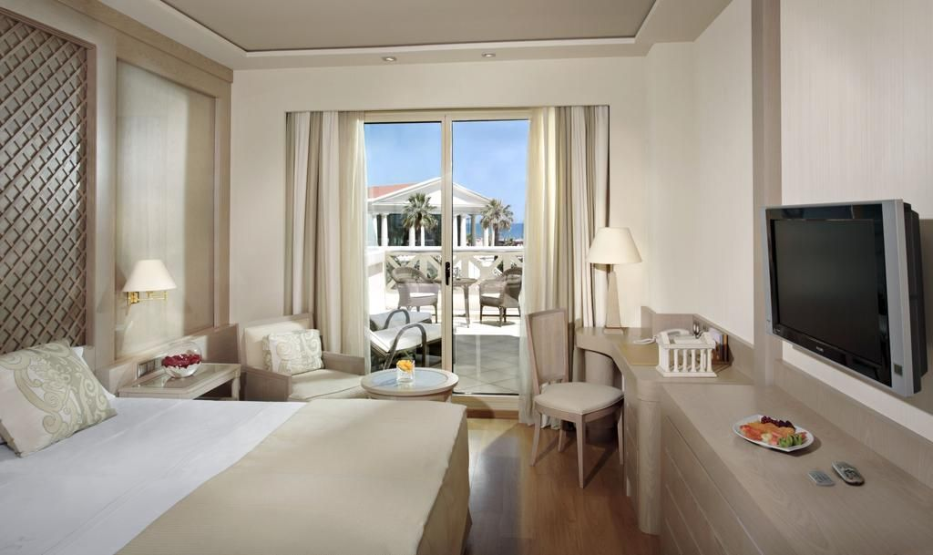 Las Arenas Balneario Resort Eugenia Vines 22 24 Poblats