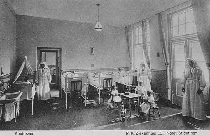 Kinderzaal van het R.K.Ziekenhuis de Dr. Noletstichting