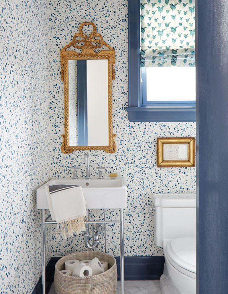 """Papier Peint Dans Salle De Bain un papier peint effet """"splash"""" dans une salle de bains classique"""