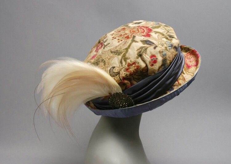 Woman's Hat, Designed by Mme Georgette, French, 1911 / Silk brocade and satin with paste jewels and feather.