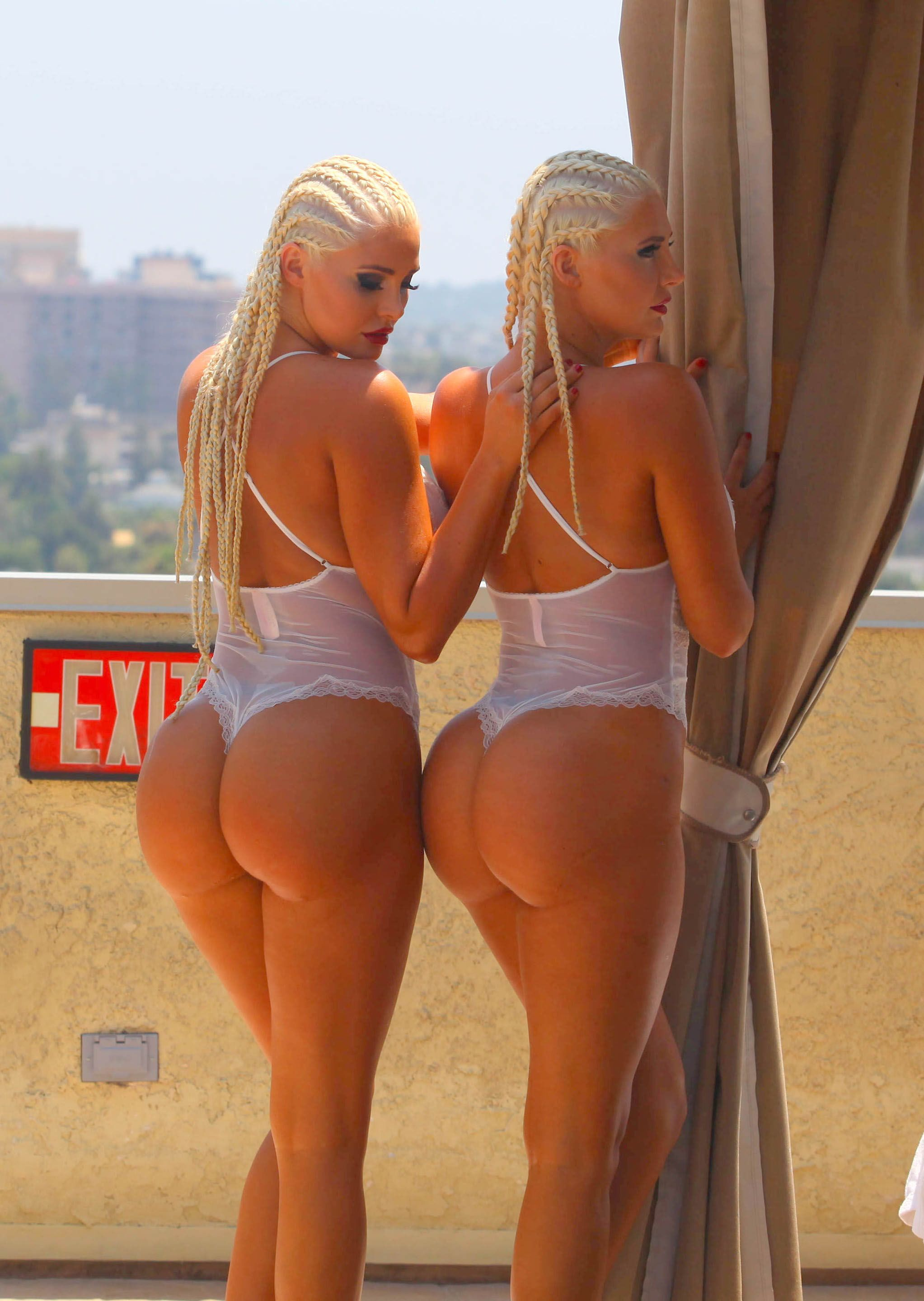 twins with big asses