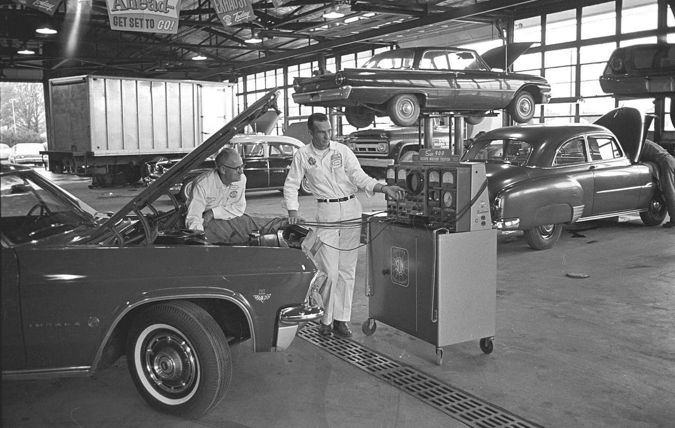 Garagespotting 1960s R Chevrolet Dealership Vintage Cars Antique Cars