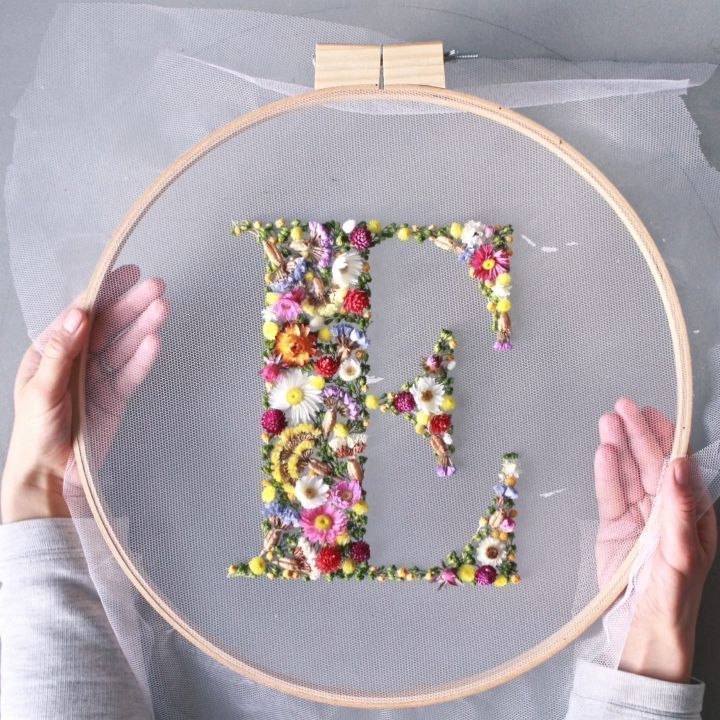 How to make embroidery hoop art with dried flowers - From Britain with Love
