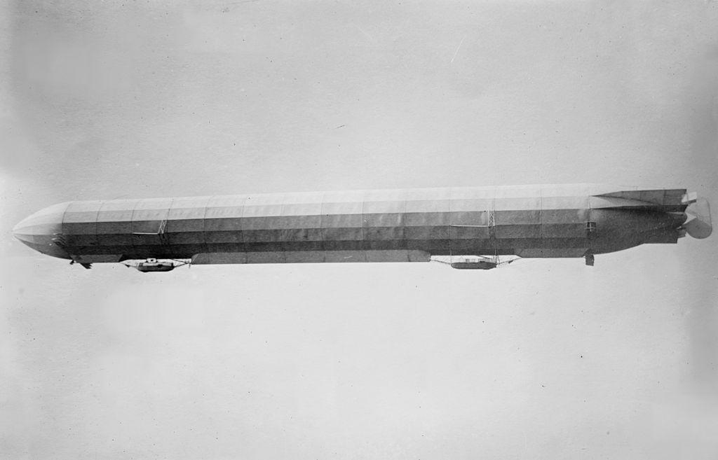 Zeppelin III in flight.jpg | ツェッペリン, 飛行船, 航空機