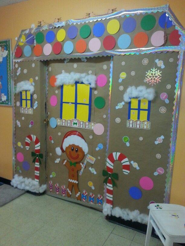 Gingerbread house classroom door i did this pinterest for Decoracion de puertas para navidad