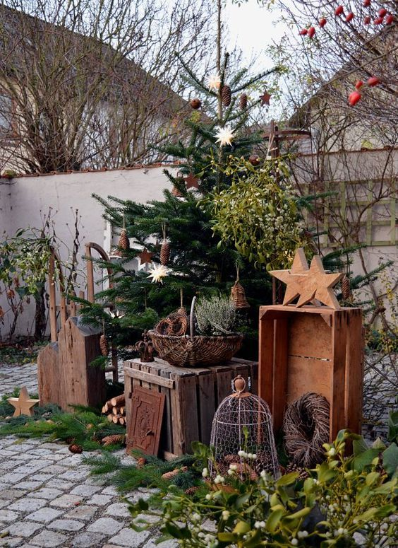 20 ideas to make your garden artistic diy garden ideas decor pinterest kerst kerstmis. Black Bedroom Furniture Sets. Home Design Ideas