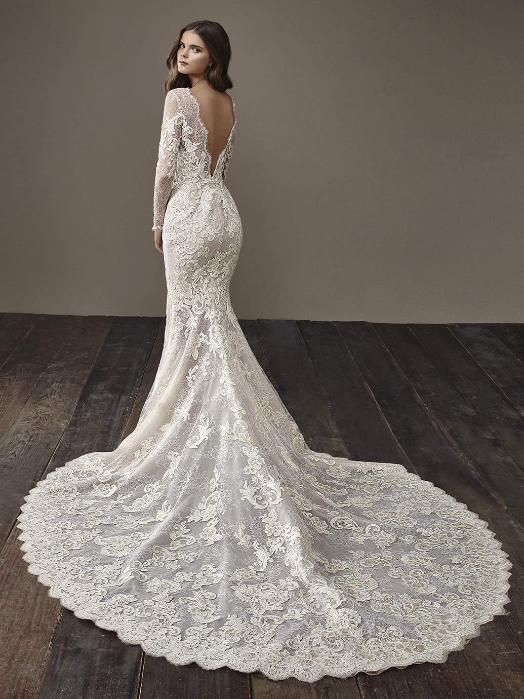 Glamorously Modern Badgley Mischka Wedding Dresses Bride Collection 2018 Modwedding Lacy Wedding Dresses Badgley Mischka Bridal Designer Wedding Dresses [ 1380 x 1035 Pixel ]