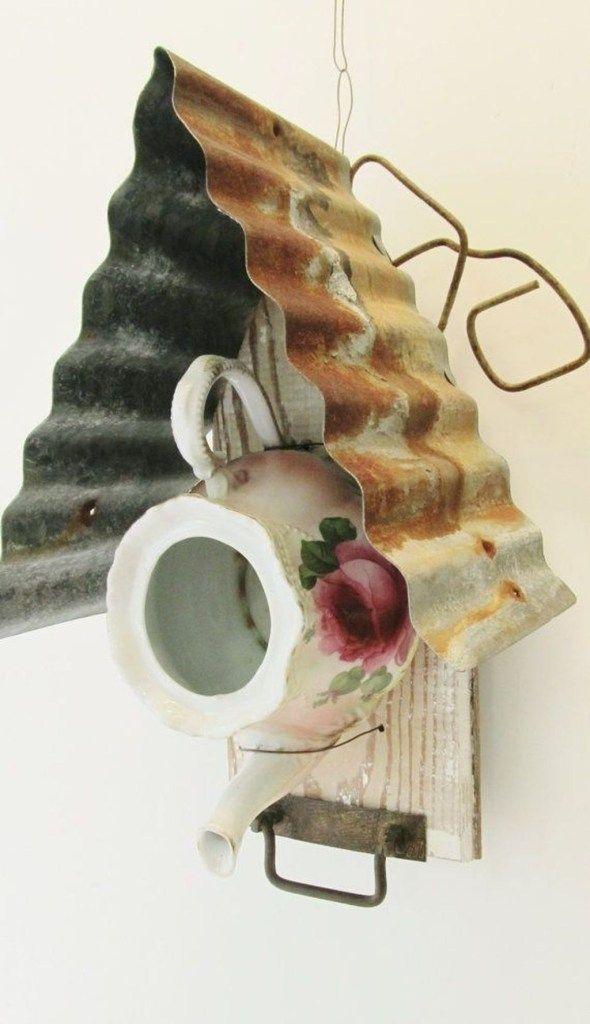 44 Cute Teapot Birdhouse Ideas To Improve Your Outdoor Decor - Trendehouse #birdhouses