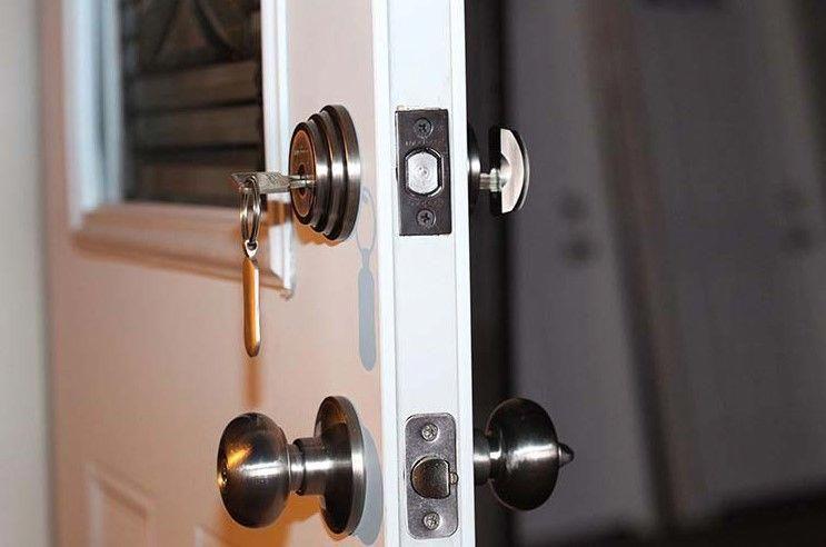 6 Different Types Of Door Locks Indoor And Front Door Locks Frontdoor Electronic Door Locks Door Locks Home Security Tips