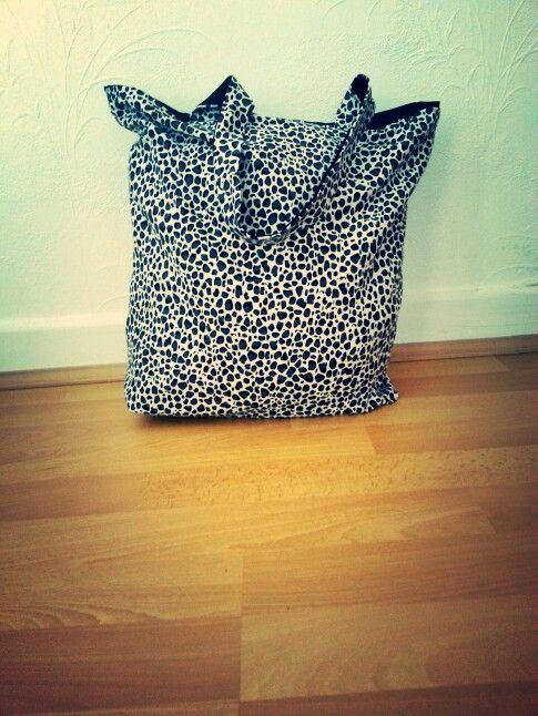Tasche (von beiden Seiten zu benutzen, innen und außen )