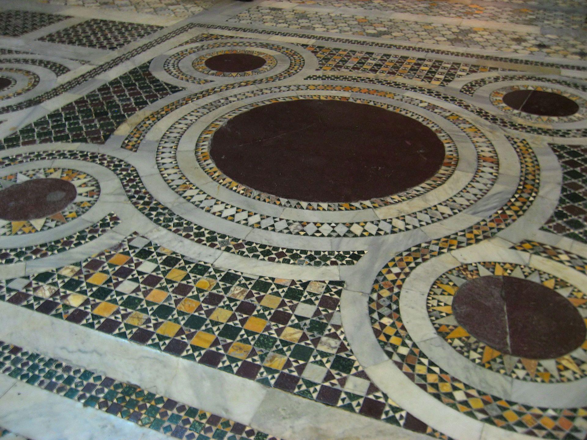 Piastrelle Marocchine Roma : Roma santa croce in gerusalemme pavimenti e qualche piede