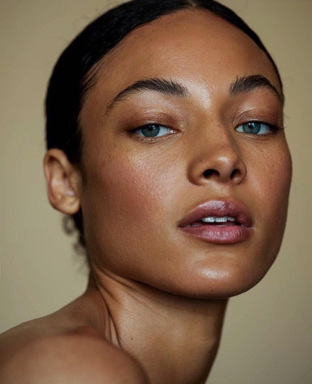 Capsule Show On Instagram No Matter The Skin Tone Clean Dewy Fresh Face Makeup Wears Well Skin Prepped With The Fresh Face Makeup Face Makeup Skin Tones