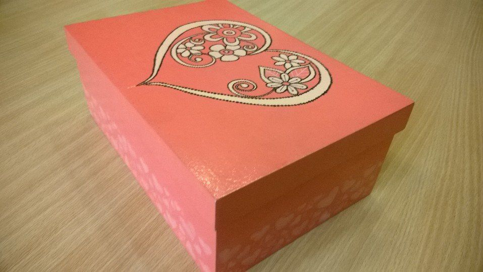 caja para esmaltes, pintada en acrílico