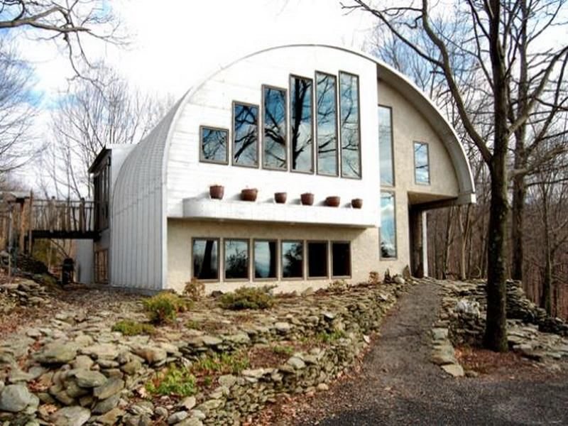 It 39 s a steel eco friendly quonset hut upstate brings the for Modern quonset homes