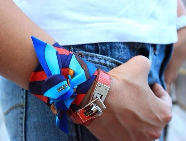Hermes Twilly scarf tied on wrist, Hermes bracelet. How to tie a scarf. 1ee561af914