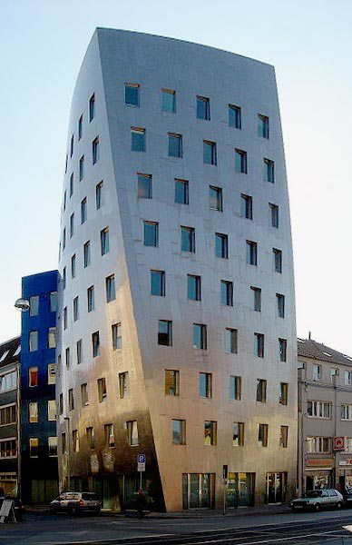 Frank O Gehry S Building In Hanover Germany From 1999 2001 Frank Gehry Hannover Beruhmte Architekten