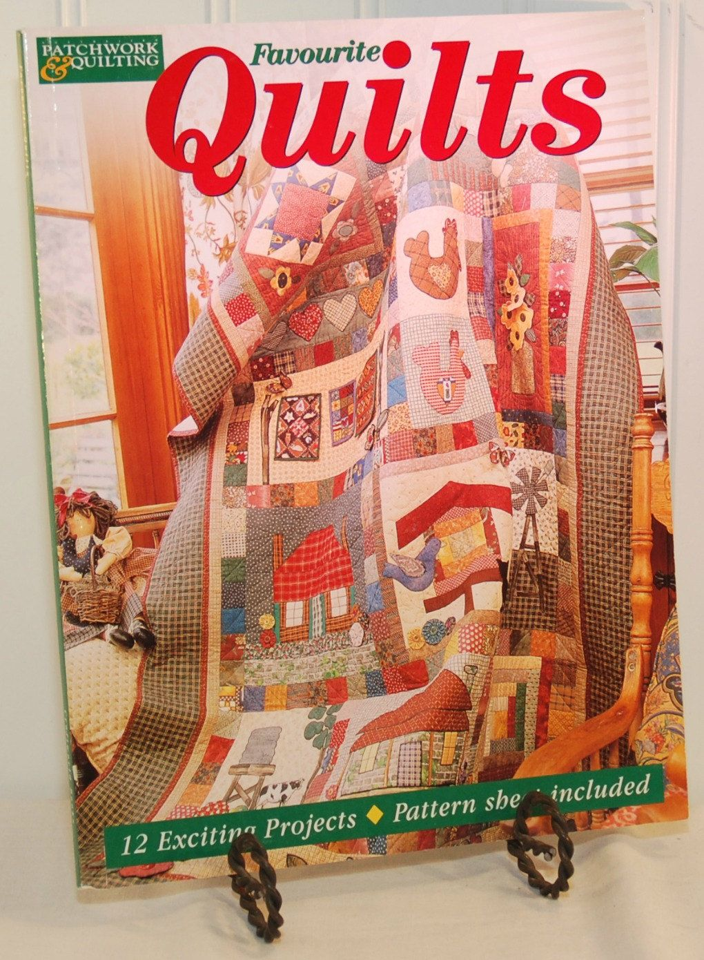 Favourite Quilts (c. 2000) Published by Craftworld Books ... : quilting books australia - Adamdwight.com