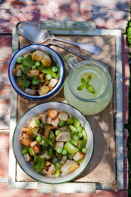 Love this fresh take on one of our favorite salads!     Green panzanella salad by Juls1981, via Flickr