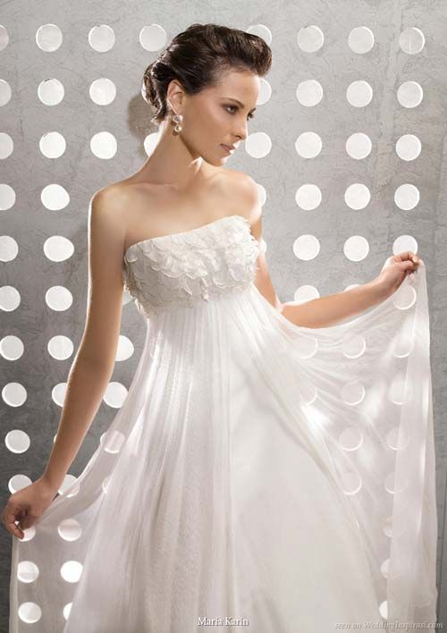 How To Choose The Best Small Bust Wedding Dresses