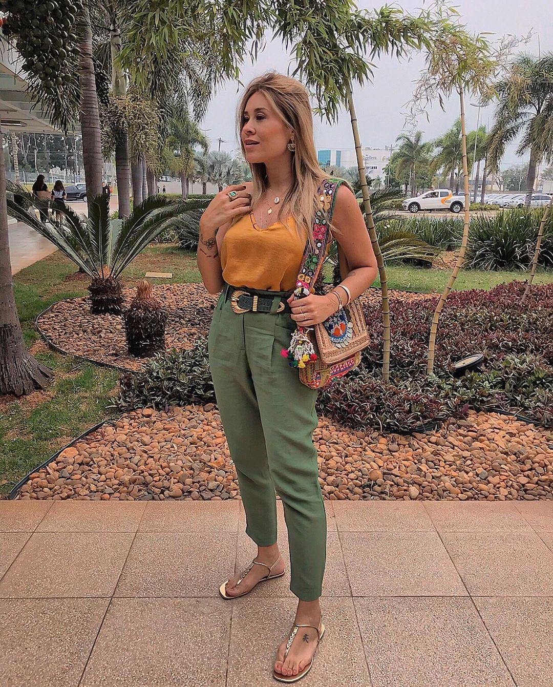 """Photo of Fernanda Pontelo on Instagram: """"E não é que consegui uma fotinho no 🍃🌱💐 . . #ootd #look #stylish #outfit #streetstyle #fashion #outfitoftheday"""""""