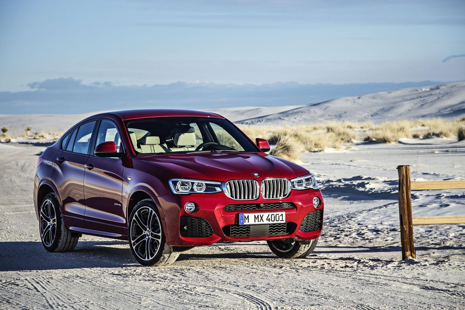 The new bmw blends the hallmark features of the successful bmw x family with the sporting elegance of a classical coupe and introduces the unique sports