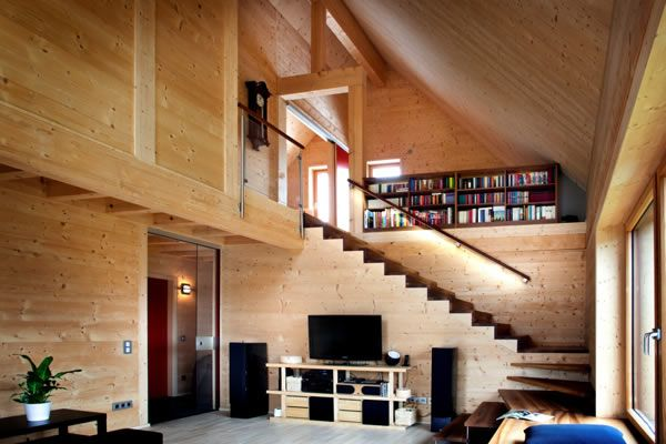 Holz100 house from Thoma is made with solid wooden dowels