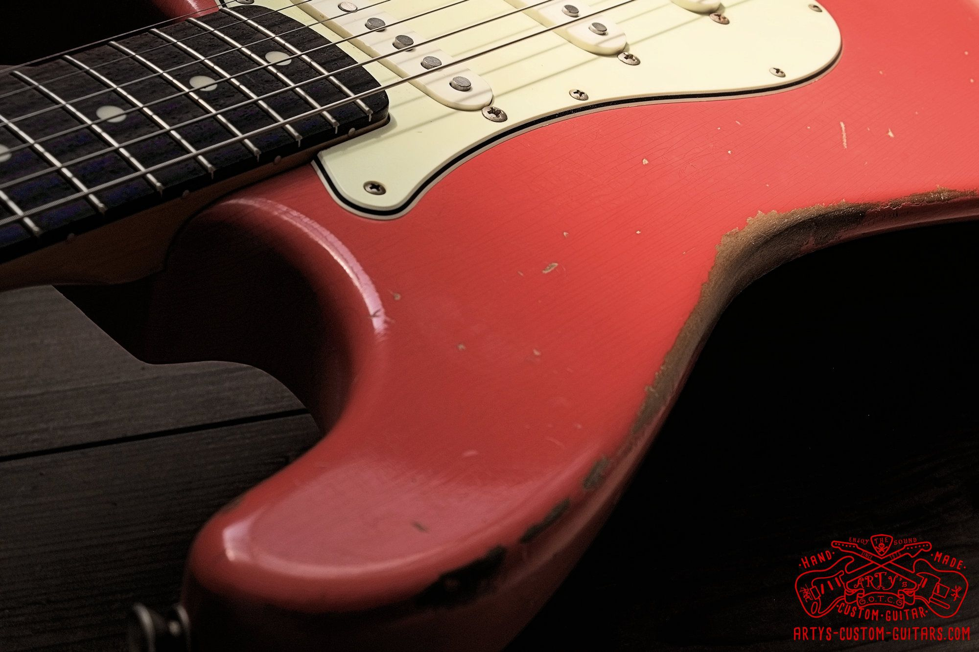 stratocaster 62 heavy relic fiesta red body artys custom guitars shop strat relicing swamp ash swampash [ 2000 x 1333 Pixel ]