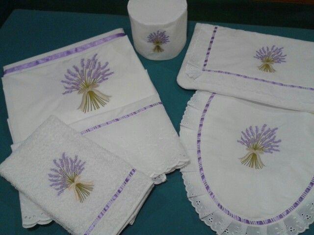 Juego blanco lavandas bordado