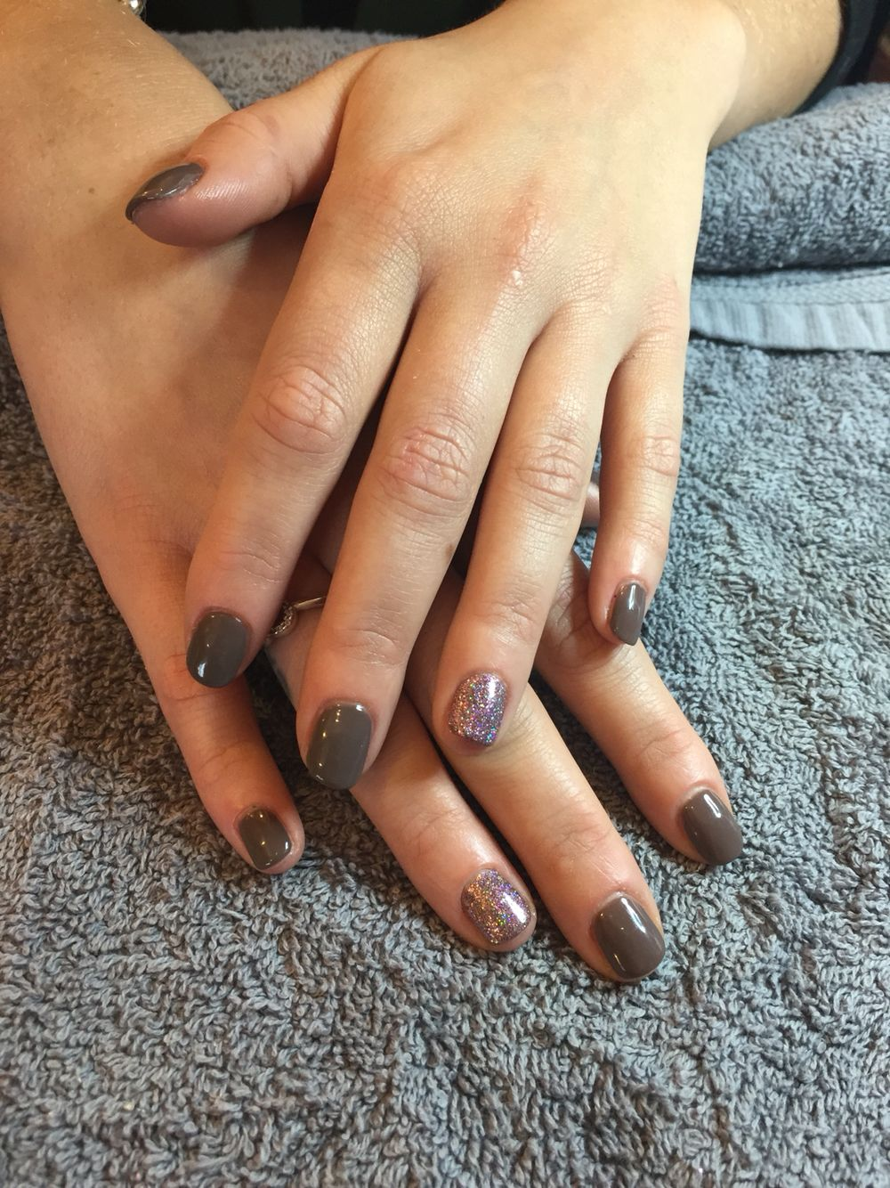 CND Shellac Rubble with Lecente Glitter ring finger