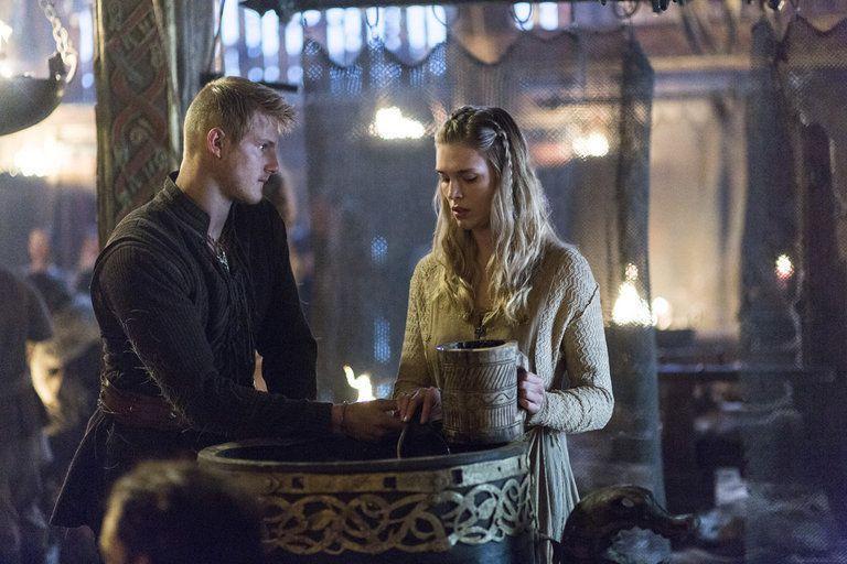 Bjorn (Alexander Ludwig) and Porunn (Gaia Weiss) in Episode 207.