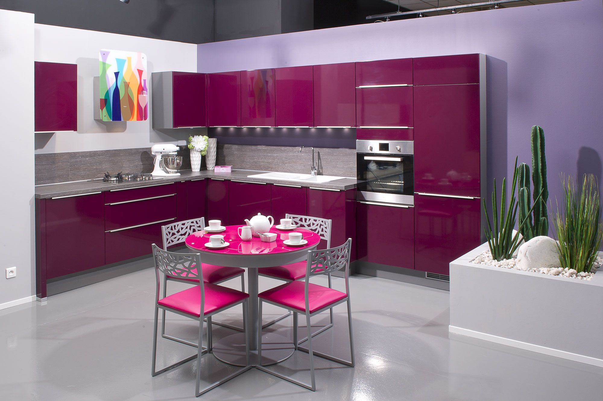 subtile m lange de prune et de fuchsia pour une cuisine girly konyha pinterest. Black Bedroom Furniture Sets. Home Design Ideas