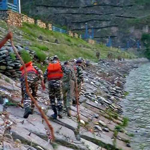 An 84-member team from National Disaster Rescue Force (NDRF), 100 each from Sashastra Seema Bal and Indo-Tibet Border Police (ITBP). 150 State police......  #BreakingNews #HimachalPradesh